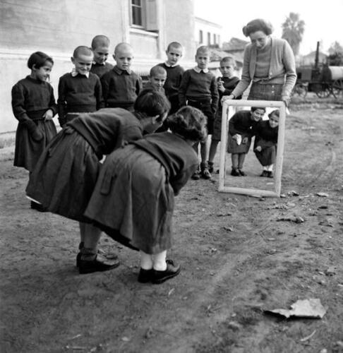 Julio, «Niñas jugando», Voula Papaioannou, ca. 1945.