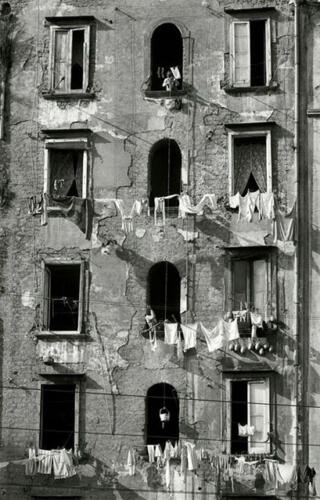 Abril. Herbert List. «Naples».
